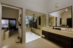Montecito-Bano.jpg-nggid03482-ngg0dyn-0x360-00f0w010c010r110f110r010t010